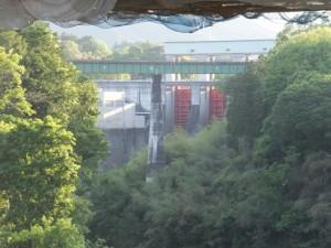船木橋から望むJR紀勢本線宮川橋梁と三瀬谷ダム