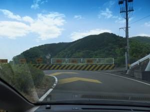 トンネルを抜けるとヘアピンカーブ(尾鷲市梶賀町)