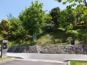 三重県立熊野古道センター、駐車場からのアプローチ