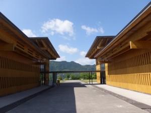 三重県熊野古道センター 展示棟と交流棟