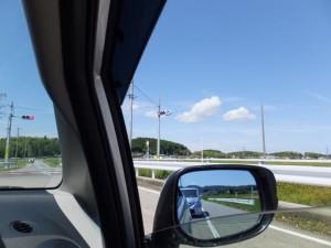 車中から望む棒原神社の社叢