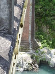 レンガ造りの橋脚(宮川に架かる船木橋)
