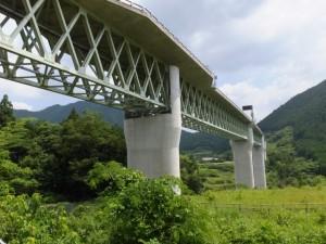 頭上に紀勢自動車道 紀勢宮川橋(県道747号 打見大台線にて)