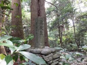 「禁殺生」石(多岐原神社)