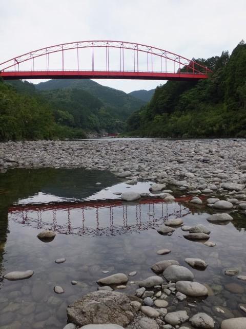 長発電所付近の宮川から望む長ケ大橋