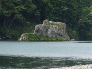 神の岩(粟生頭首湖)