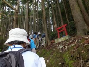 神の岩付近(粟生頭首湖)からの登り