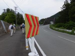 七保警察官駐在所前交差点から野添橋(藤川)へ