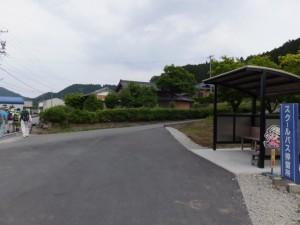スクールバス停留所