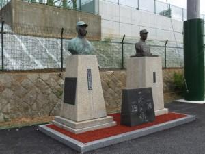 西村幸生と沢村栄治の胸像(倉田山公園野球場)