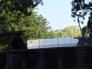 外宮 旧宮の御正殿に架けられた足場と工事用シート
