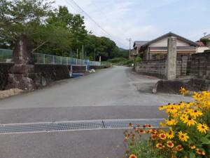 白米城阯への道標および阿射加神社の社標(松阪市大阿坂町)