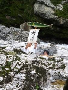 水戸神神社のおんべまつりの後で(大滝峡)