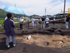 野添大辻遺跡(第3次)発掘調査 現地説明会、2区の掘立柱建物付近