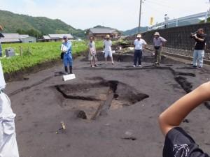 野添大辻遺跡(第3次)発掘調査 現地説明会、1区の焼土が多く入った土坑