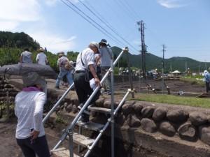 野添大辻遺跡(第3次)発掘調査 現地説明会、1区から3区への移動
