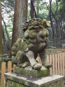 御舟石坐付近の狛犬(椿大神社)