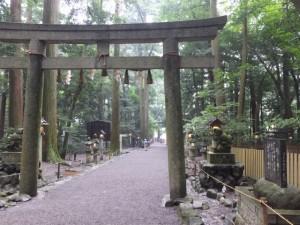 断わり乃鳥居と説明板(椿大神社)