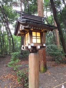 参道の常夜燈(椿大神社)