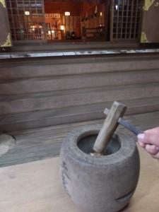鈿女本宮 椿岸神社の福臼と福杵(椿大神社)