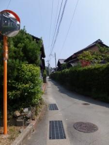 御塩殿神社の遠望(御塩浜から二見浦観光案内所への途中)