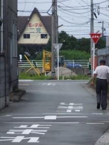 御塩道(振り返って国道42号荘1交差点方向を遠望)