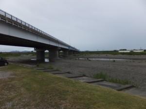 宮川大橋右岸から宮川対岸の磯の渡し跡の遠望