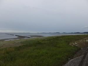 宮川ウォーク・右岸のゴール(宮川河口から0.0km)から望む大湊海岸