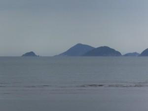 宮川ウォーク・右岸のゴール(宮川河口から0.0km)から望む神島、答志島ほか