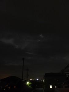 厚い雲に隠れてしまった、2014年最大の満月「スーパームーン」に近づく月