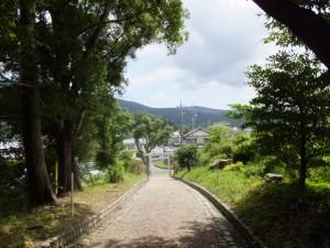上田神社の参道で振り返って(伊勢市中村町)