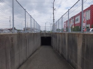 SANCO 上小川 バスのりば付近の地下道、伊勢-3(2912)