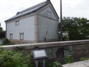 戦災を受けた旧塔世橋の高欄