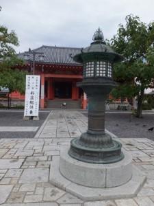 津観音(観音寺)の銅燈籠