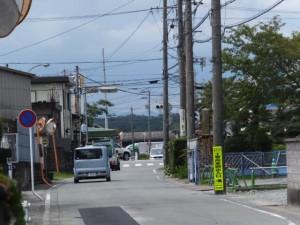 県道37号 湯田3交差点から美和ロック方向へ、最初のT字路から望む有田神社