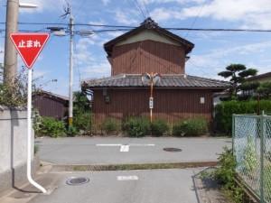 西光寺から汁谷川方向の丁字路(小俣町元町)