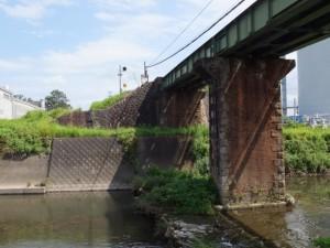汁谷川に架かるJR参宮線の鉄橋