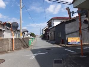 松倉橋(汁谷川)から宮川方向へ、ここで右折