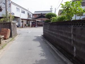松倉橋(汁谷川)から宮川方向へ、ここで右折の先、右左・・