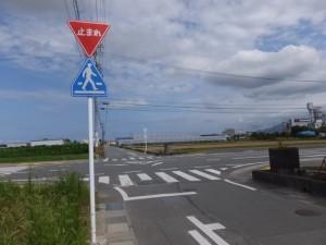 宮川の堤防道路から近鉄山田線方向へ