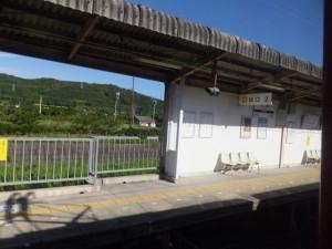 車窓から望む近鉄 松尾駅