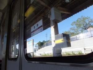 車窓から望む近鉄 沓掛駅
