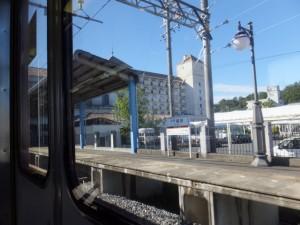 車窓から望む近鉄 志摩磯部駅