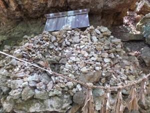 燈明石(青峯山正福寺の近く)