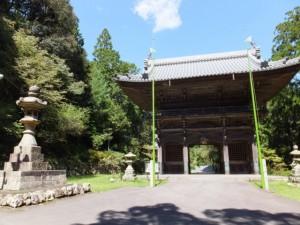 青峯山正福寺の石灯籠と山門(大門)
