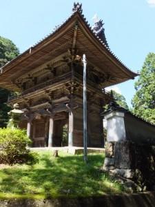 青峯山正福寺の山門(大門)と石垣塀