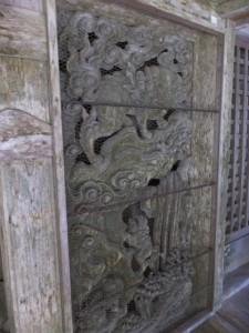 金堂脇の彫刻(青峯山正福寺)