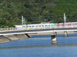 かもめバス 杉ケ瀬 バスのりば付近から望む近鉄の車両