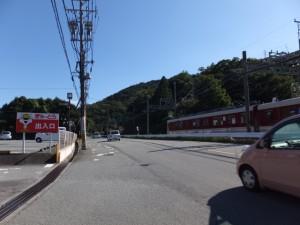 近鉄志摩線を走る普通列車(ぎゅーとら鳥羽東店付近)