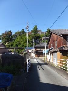 旧鳥羽小学校の校舎を望む(赤崎神社から近鉄 中之郷駅方向への途中)
